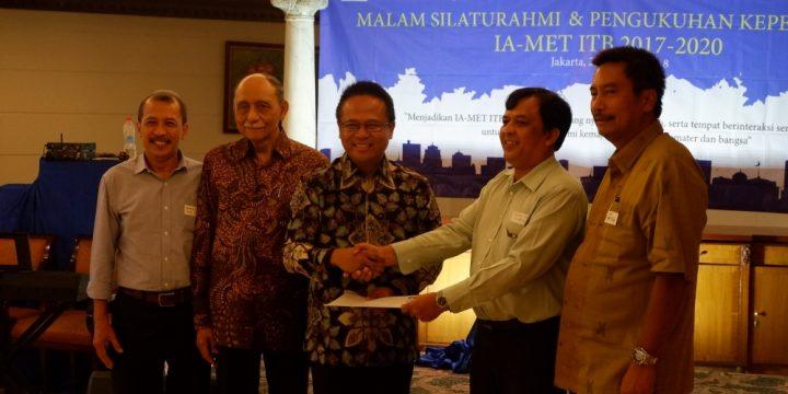 """Dokumentasi Foto Acara """"Malam Silaturahmi dan Pengukuhan Pengurus IA-MET ITB 2017-2020"""" Part 3/3"""